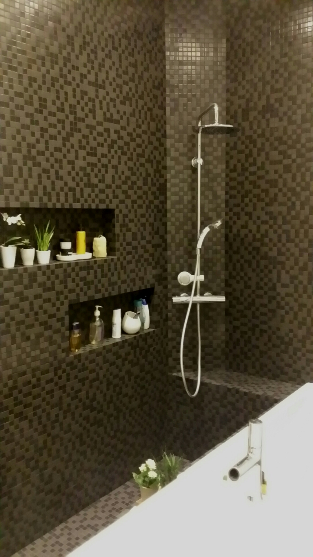 mosaique noire salle de bain niche c deco. Black Bedroom Furniture Sets. Home Design Ideas